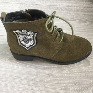 NWOB Olive Green Lace Up Lined Suede Combat Boots